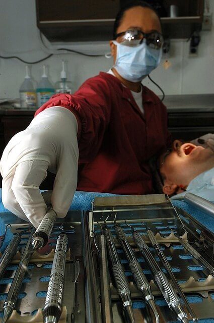 dental-technician-80684_640