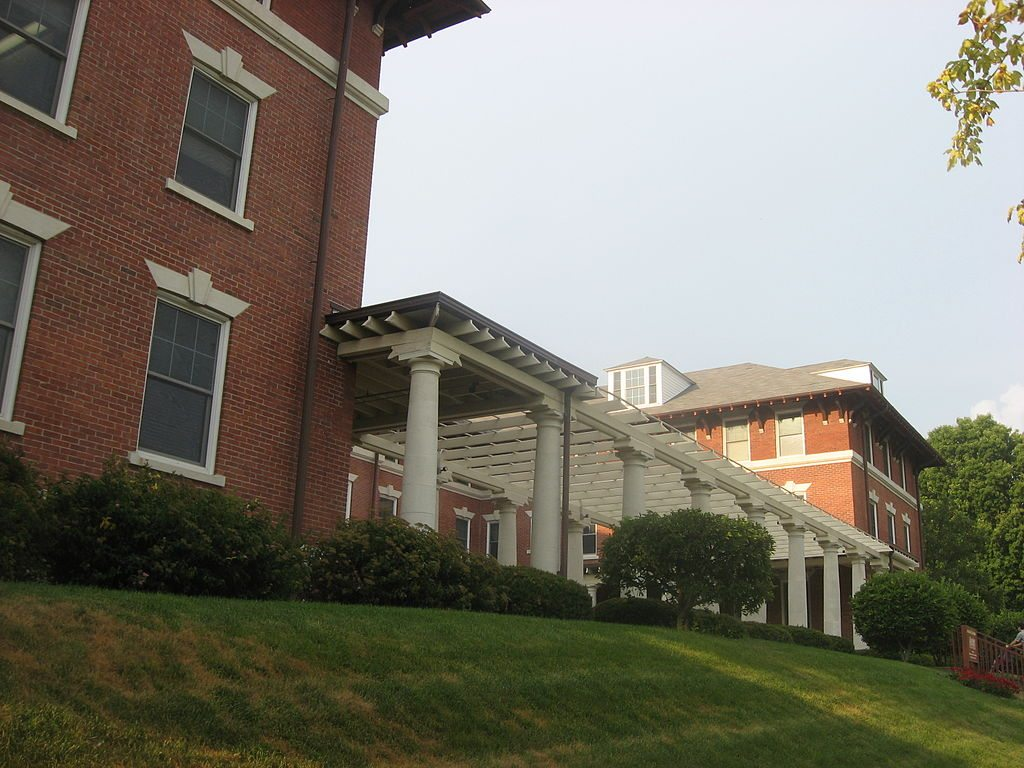 1024px-westminster_hotel_in_winona_lake
