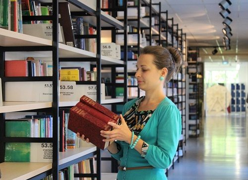 What Salary Can I Earn With an Online Master's Degree in Library Science