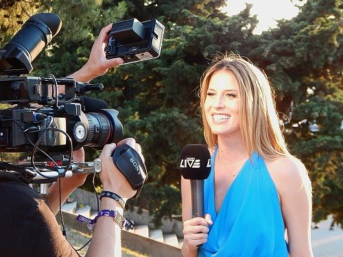 What Salary Can I Earn With a Degree in Journalism