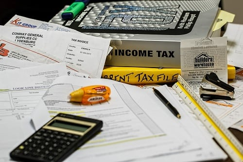 What Is the Difference Between an Accounting Degree and an Auditing Degree